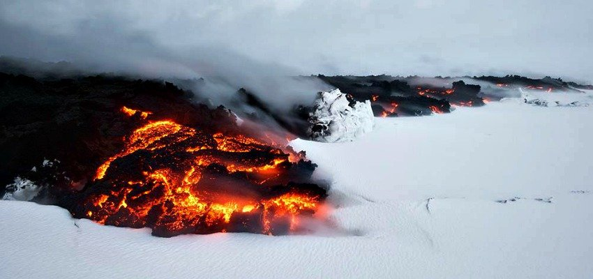 fire meets ice at iceland volcano. Black Bedroom Furniture Sets. Home Design Ideas