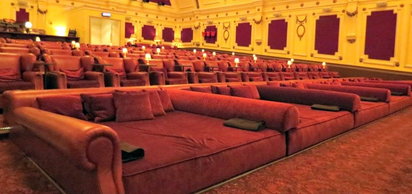 Movie Theatre Comes Equipped with Beds and Cashmere Blankets : electriccinemas from www.kelownanow.com size 850 x 400 jpeg 99kB