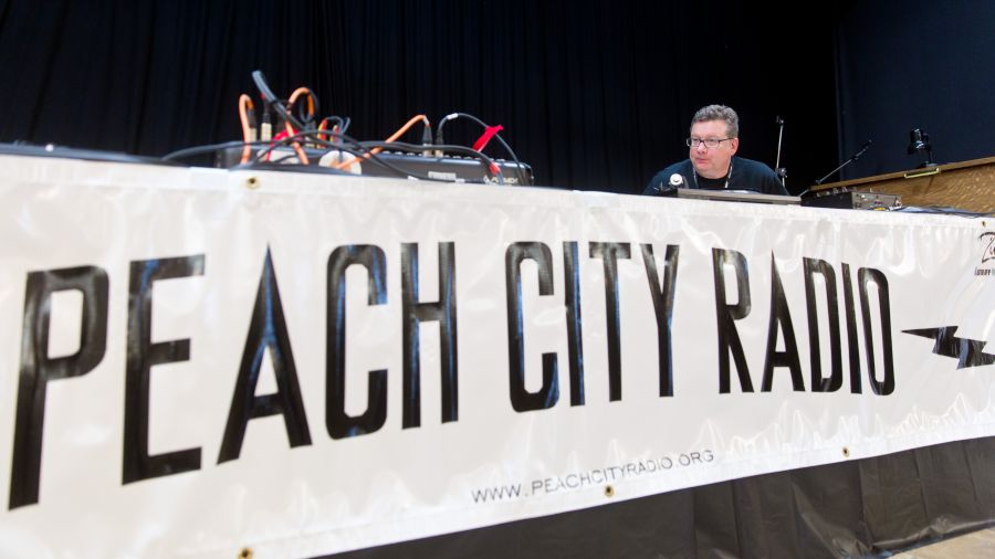 <who>Photo Credit: NowMedia</who>Peach City Radio was spinning vinyl at its signature fundraising event, the 2018 Okanagan Vinyl Fest.