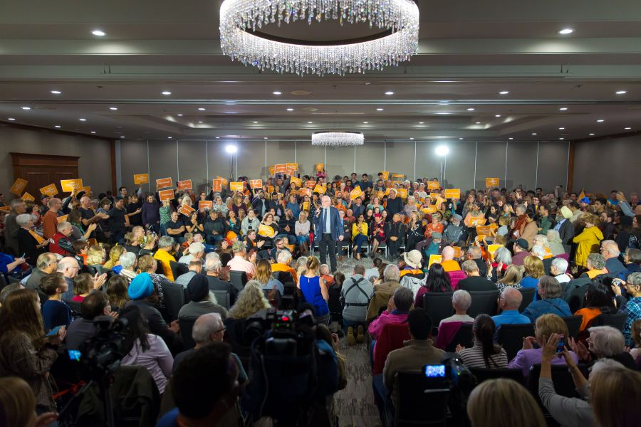 Jagmeet Singh embraces standing room-only throng at Penticton's Lakeside Resort