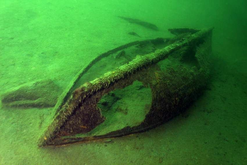 <who> Photo Credit: Sheldon Boyd/Serpent Aquatics </who> Sunken treasure at Sidemount, located off Okanagan Lake Resort.