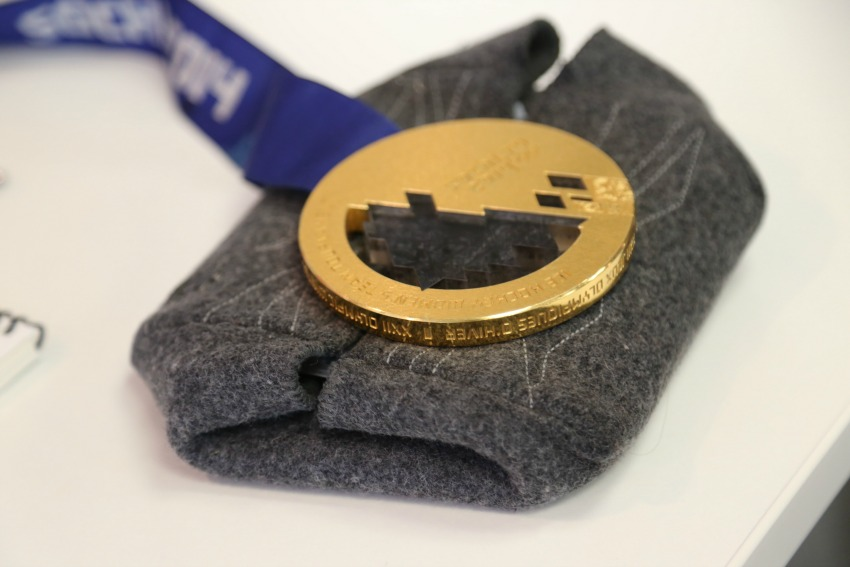 <who> Photo Credit: KelownaNow.com </who> Hayley Wickenheiser's gold medal from Sochi