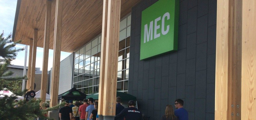 <who> Photo Credit: KelownaNow </who> Okanagan residents line-up outside the new MEC store in Kelowna.