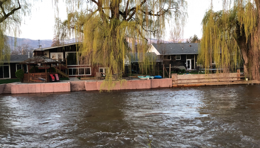 <who>Photo credit: KelownaNow</who>Homes beside the Mission Creek Bridge on Lakeshore, April 27, 2018.
