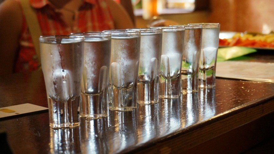 Как в домашних условиях сделать со спирта водку в домашних условиях