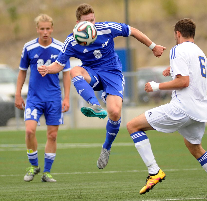 <who>Photo Credit: Lorne White/KelownaNow </who>UBCO Heat's Robert Hamilton passes off a loose ball to a teammate in Sunday's 1-1 draw with the UBC Thunderbirds.