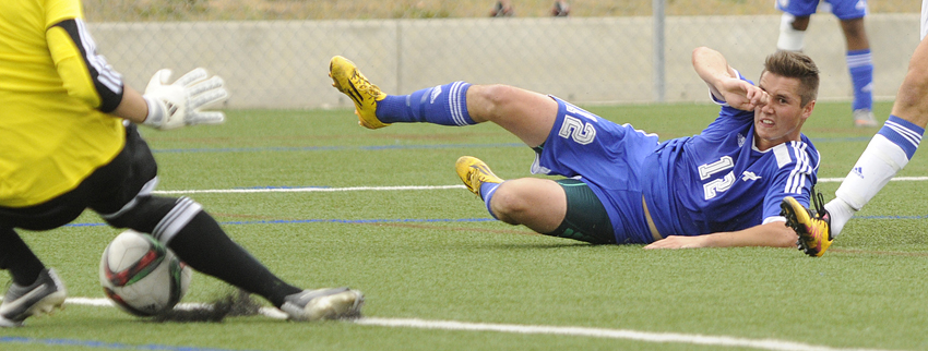<who>Photo Credit: Lorne White/KelownaNow </who>Luke Warkentin of the UBCO Heat watches as UBC Thunderbirds Chad Bush makes a save on his shot late in the second half of Sunday's CIS Canada West match at Nonis Field. The Heat and T-Birds played to a 1-1 draw.