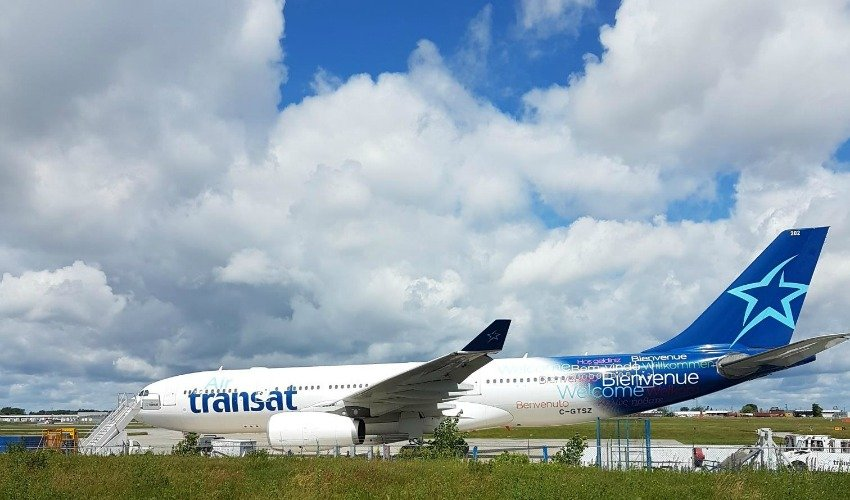 Air Transat passengers frustrated by layover on Ottawa airport tarmac dial 911