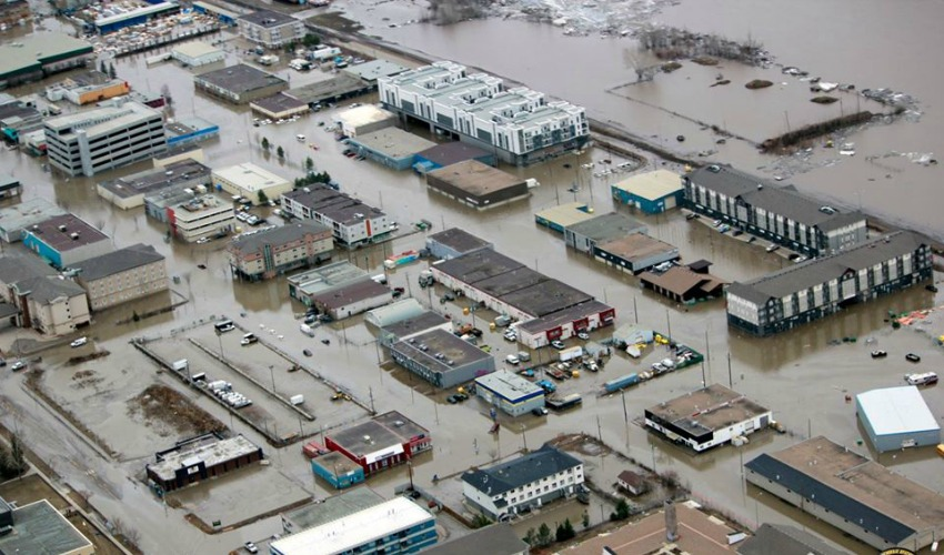 13,000 Evacuated as Deadly Floodwaters Linger in Alberta's Fort McMurray