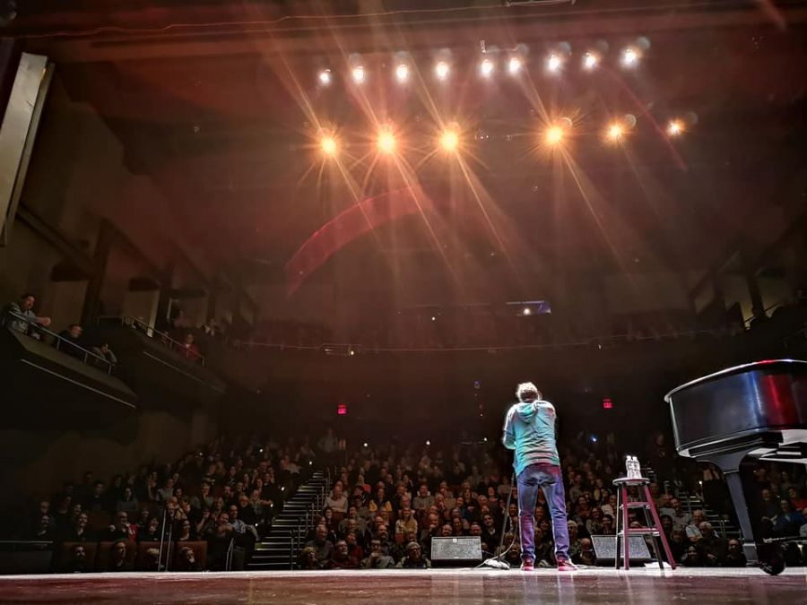 Comedian Jeremy Hotz announces show at the Kelowna Community