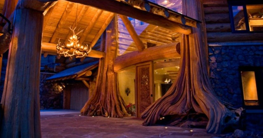 <who>Photo Credit: Pioneer Log Homes of BC</who> A one-of-a-kind log home featured on Pioneer Log Home's website.