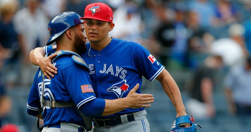 Toronto Blue Jays trade suspended pitcher Roberto Osuna to Houston Astros