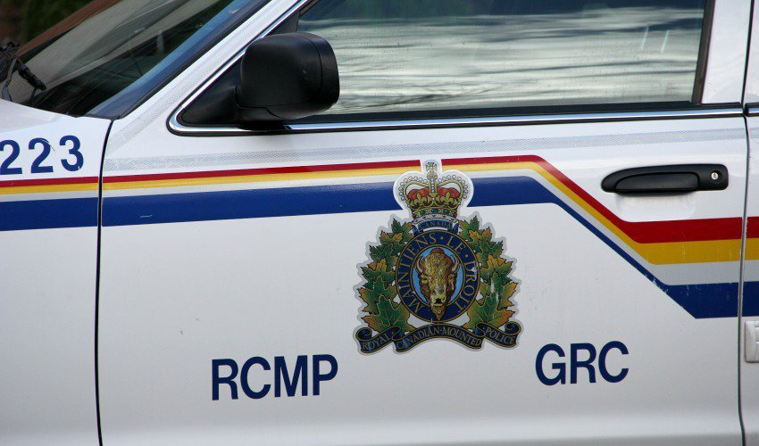 Kelowna resident finds loaded sawed-off shotgun in back alley