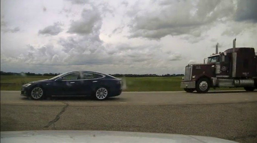 Speeding and sleeping? Tesla driver faces criminal charge in Alberta