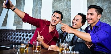 Posting about drinking strong indication of alcohol problem- study