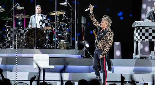 Sir Rod Stewart gives Kelowna a regal rock and roll show