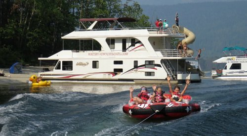 If you've never been houseboating on the Shuswap, you're missing out - here's why