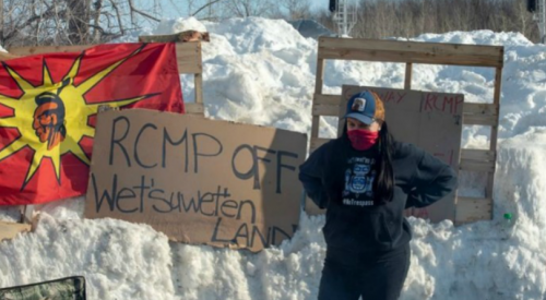 Hereditary chiefs say they will meet with ministers if RCMP get out